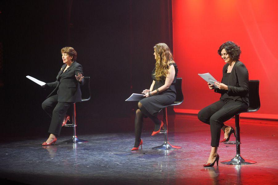 """Roselyne Bachelot, Marlène Schiappa etMyriam El Khomrisur la scène de Bobino pour une lecture des """"Monologues du vagin""""."""