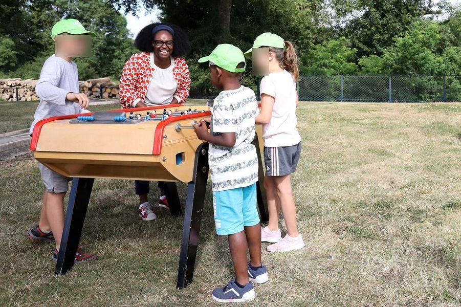 Sibeth Ndiaye, en visite pour deux jours dans une colonie de vacances d'Ouagne (Nièvre), les 11 et 12 juillet.