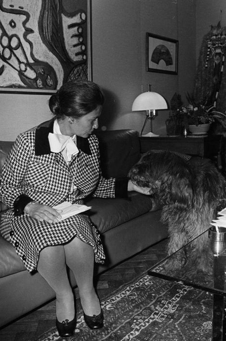 Simone Veil chez elle à Paris, le 29 mai 1974