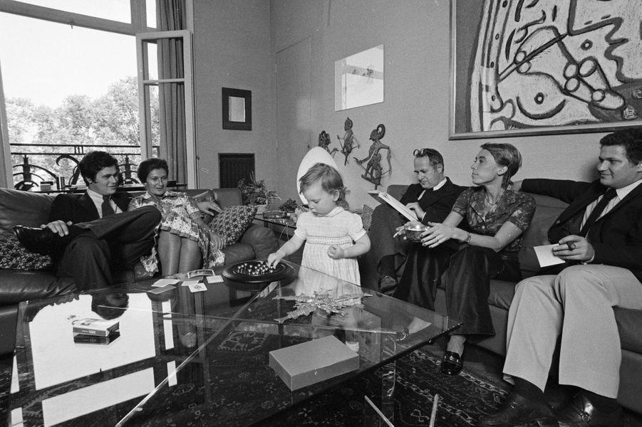 Simone Veil en famille à Paris, le 17 juin 1974