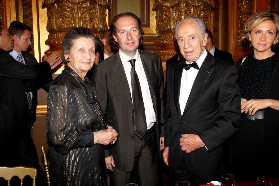 14 avril 2010, soirée de gala pour le 35e anniversaire du Conseil Pasteur-Weizmann pour la science et la paix. Ici, Simone Veil, Eric Cormier, le président israélien Shimon Peres et Valérie Pécresse.