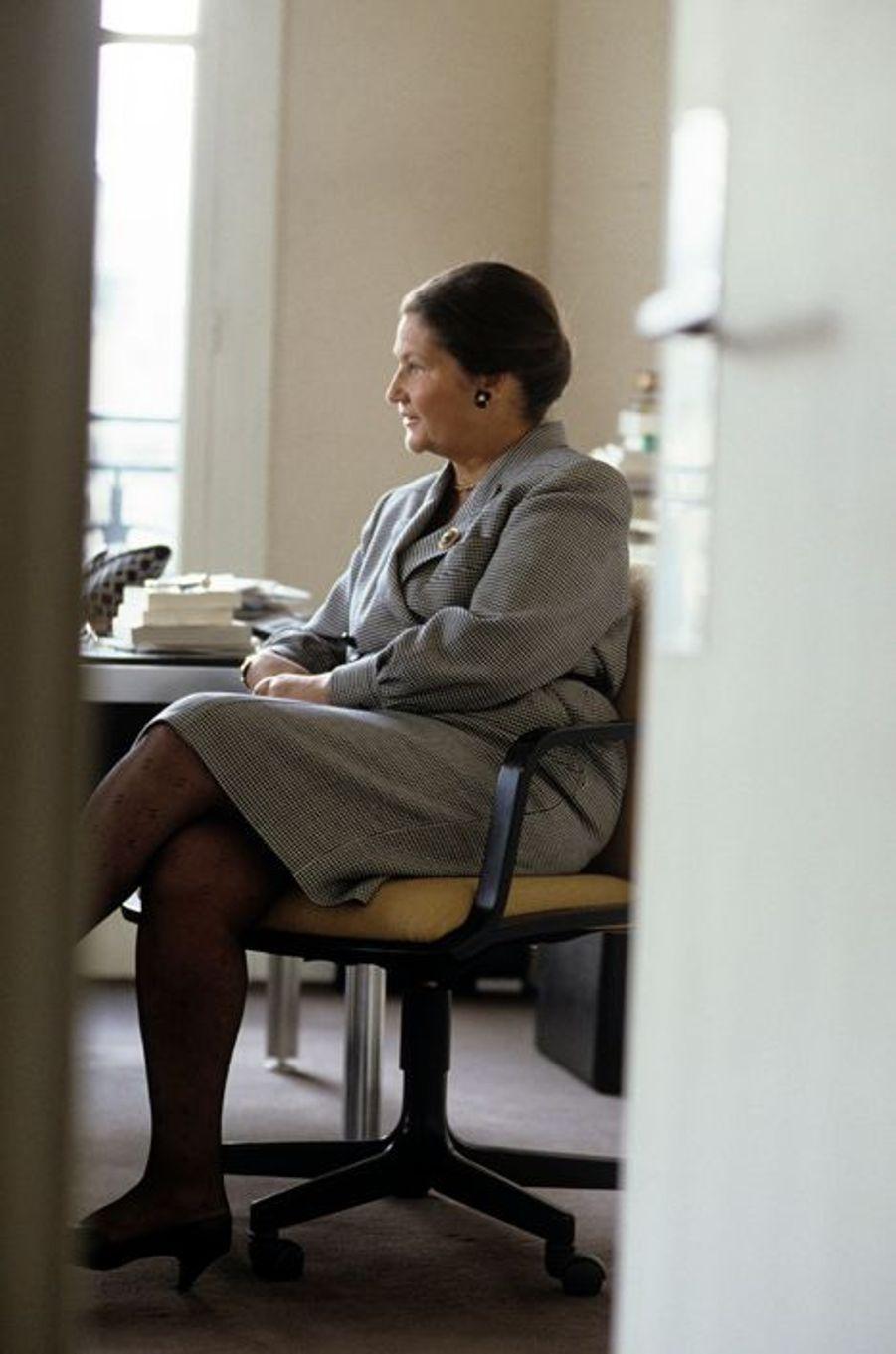 Juin 1988- Portrait de Simone Veil dans son bureau lors d'une interview de Liliane Gallifet.
