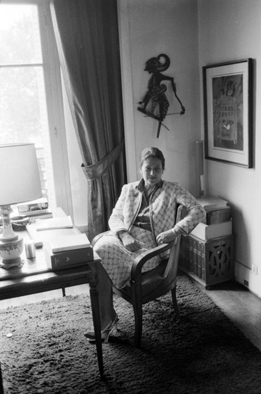 14 juillet 1979, Simone Veil assise chez elle. Elle s'apprête à prendre la présidence du Parlement européen.