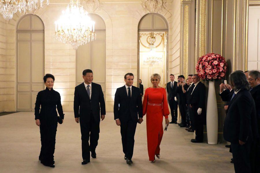 Entrée des couples présidentiels chinois et français.