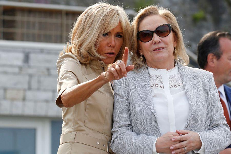 Brigitte Macron etCecilia Morel, épouse de Sebastián Piñera, Président de la République du Chili, lundi à Biarritz.