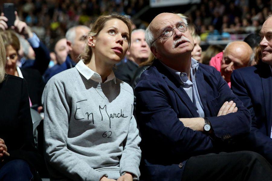 Tiphaine Auzière et Erik Orsenna lors du meeting de Emmanuel Macron au Palais des Sports de Lyon le 4 février 2017.