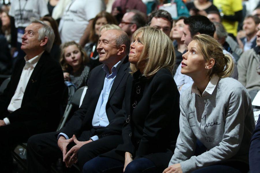 Tiphaine Auzière aux côtés de sa mère Brigitte et de Gérard Collomb lors du meeting d'Emmanuel Macron, au Palais des Sports de Lyon le 4 février 2017.