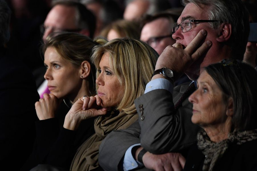Tiphaine Auziere et sa mère Brigitte, le 26 avril, lors d'un meeting d'Emmanuel Macron à Saint-Laurent-Blangy.