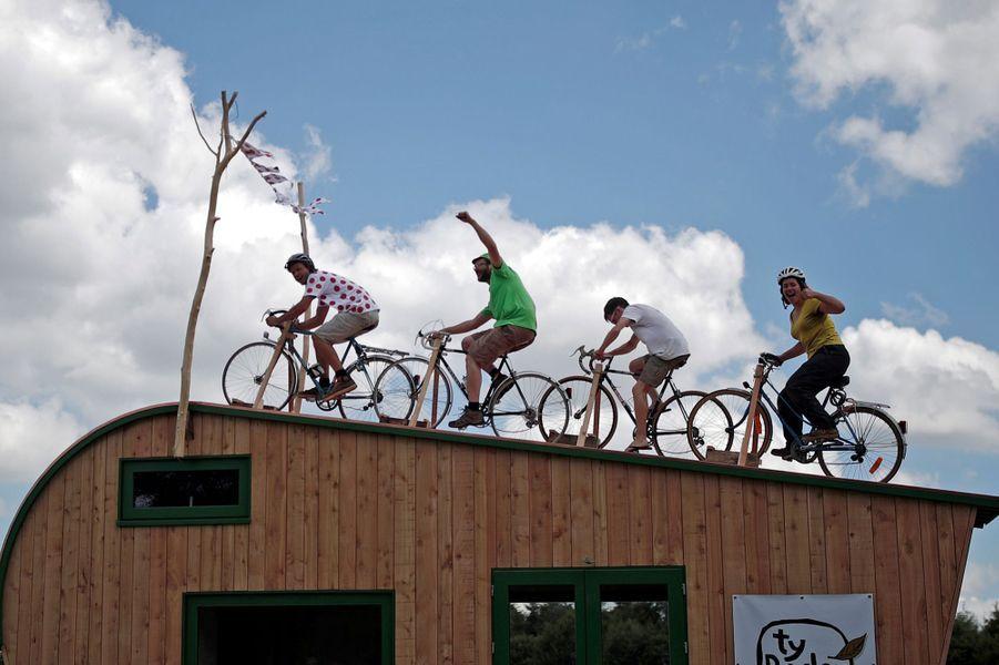 Des fans de vélo sur la 5e étape entreLorient et Quimper, le 11 juillet.