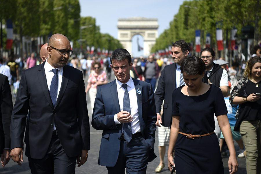 Harlem Désir, Manuel Valls et Najat Vallaud-Belkacem ensemble sur les Champs-Elysées