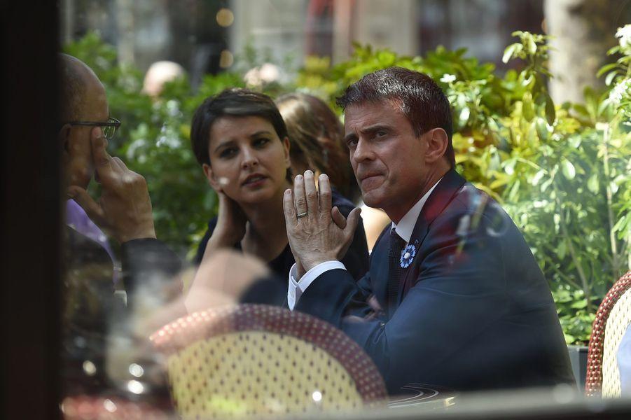 Manuel Valls et Najat Vallaud-Belkacem en terrasse