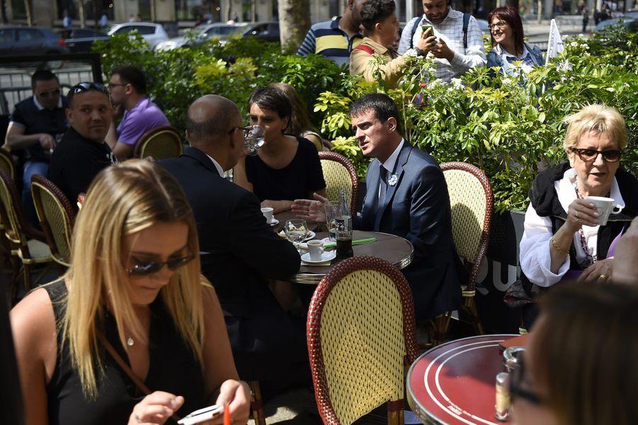 Trois ministres découvrent les Champs-Elysées sans voitures