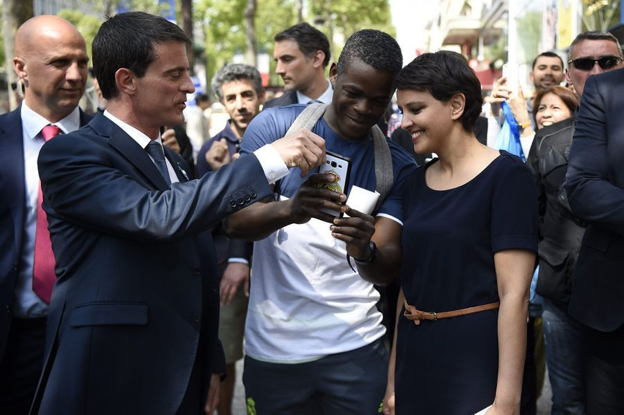 Selfie avec Manuel Valls et Najat Vallaud-Belkacem