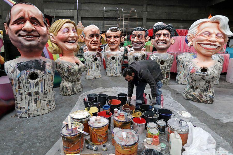 Les grosses têtes de Francois Hollande, Marine Le Pen, Alain Juppé, Emmanuel Macron, Nicolas Sarkozy, Jean-Luc Mélenchon et Michele Alliot-Marie.