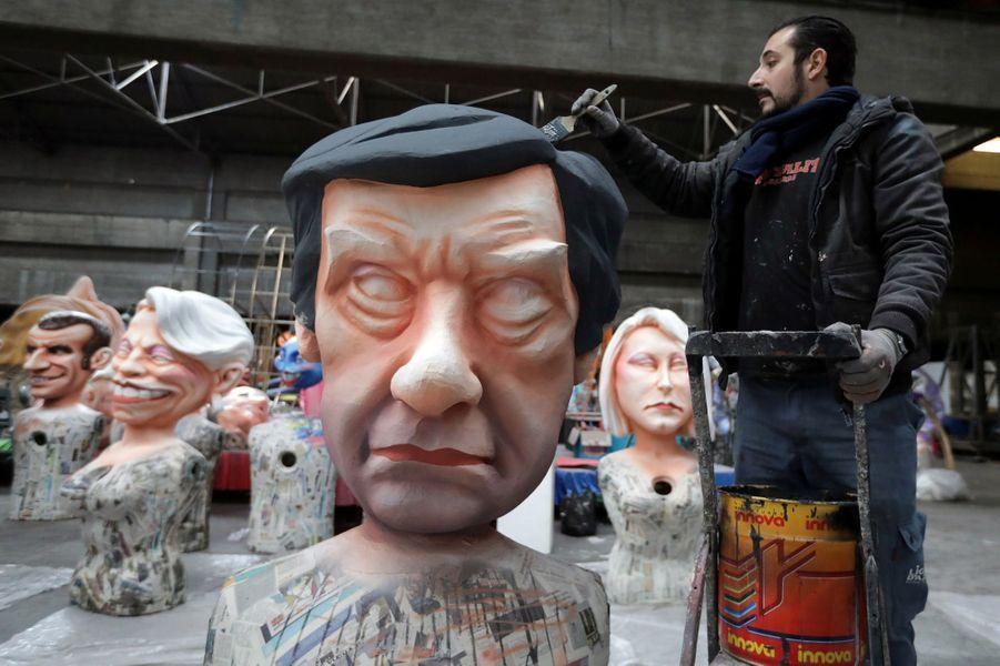 Une grosse tête représentant François Fillon.