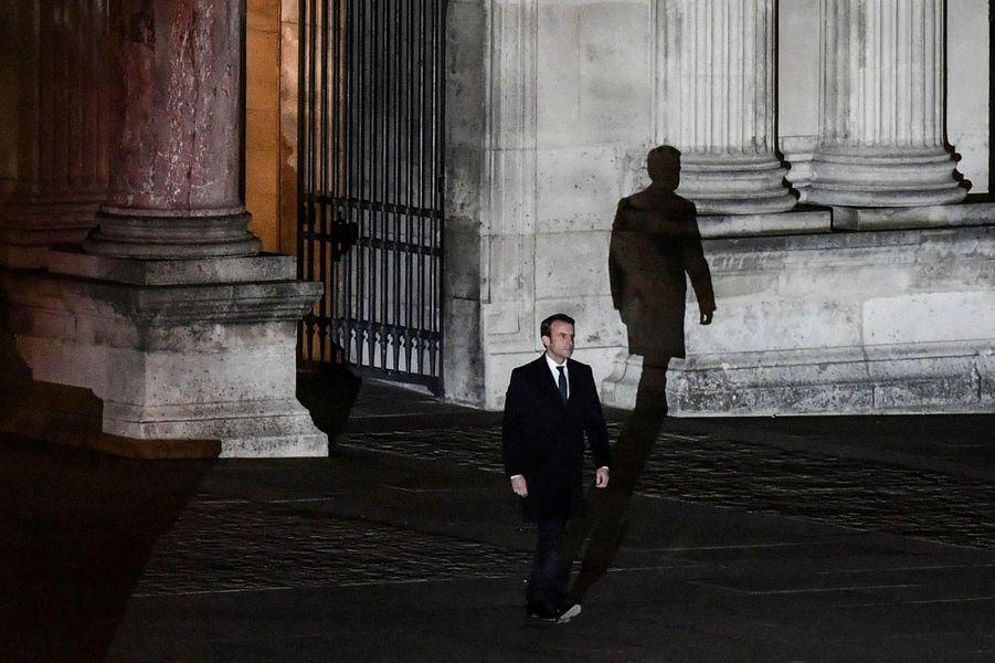 Un moment dans l'histoire : la marche triomphale de Macron au Louvre