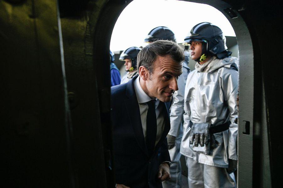 Emmanuel Macron à bord du porte-avions Charles de Gaulle mercredi