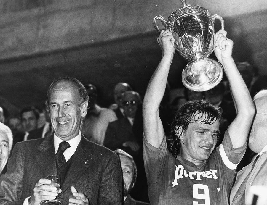 Valéry Giscard d'Estaing lors de la finale de la Coupe de France de football 1974.