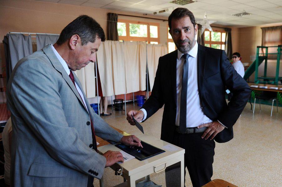 Le porte-parole du gouvernement Christophe Castaner, qui est candidat dans la 2e circonscription desAlpes-de-Haute-Provence, a voté àForcalquier.