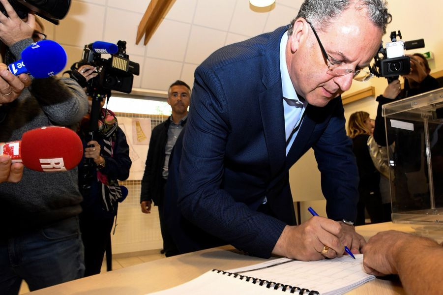 Le ministre Richard Ferrand, candidat REM dans le Finistère, a voté àMotreff.