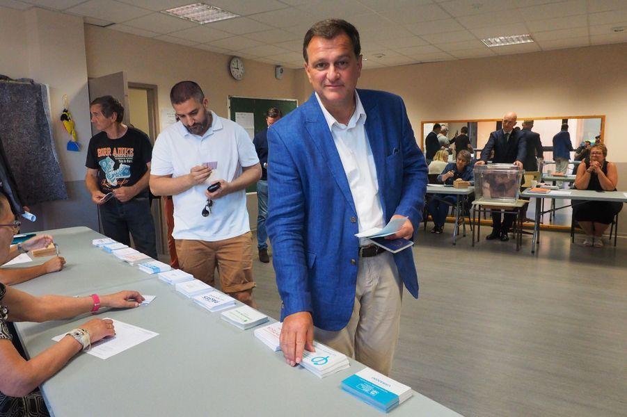 Louis Aliot, candidat aux législatives dans les Pyrénées-Orientalestakes a voté à Perpignan.