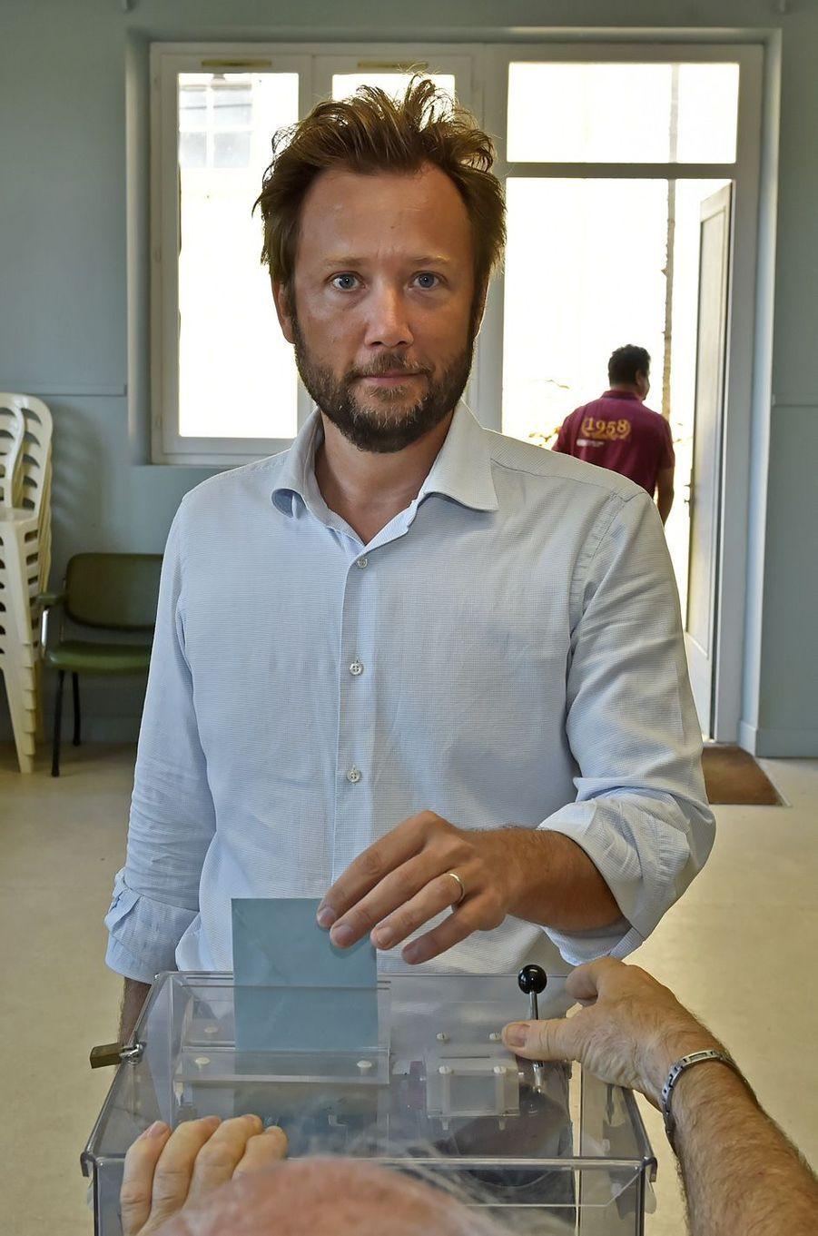 L'ancien secrétaire général adjoint de l'ElyséeBoris Vallaud, candidat dans Les Landes, vote à Hontanx.