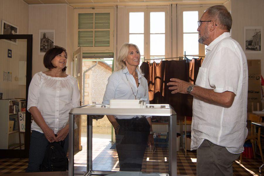 Marie Sara , candidateLa République en marche (REM) dans le Gard vote dans un bureau à Lecques.