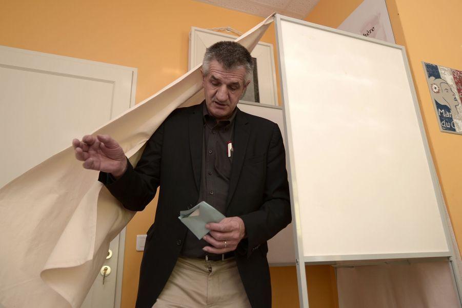 Jean Lassalle, candidat à la présidentielle, brigue un nouveau mandat aux législatives dans la 4e circonscription des Pyrénées-Atlantiques, dont il est député sortant.
