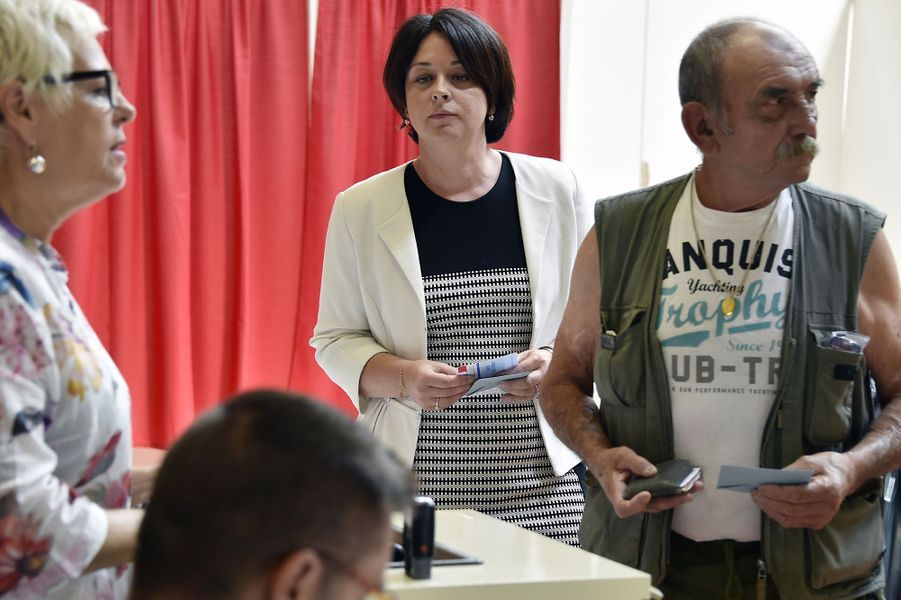 La présidente du Parti radicalSylvia Pinel vote àCastelsarrasin (Tarn-et-Garonne).