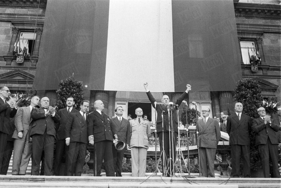 Charles de Gaulle en campagne pour le référendum sur la constitution de la Vème République, à Lille, le 21 septembre 1958.