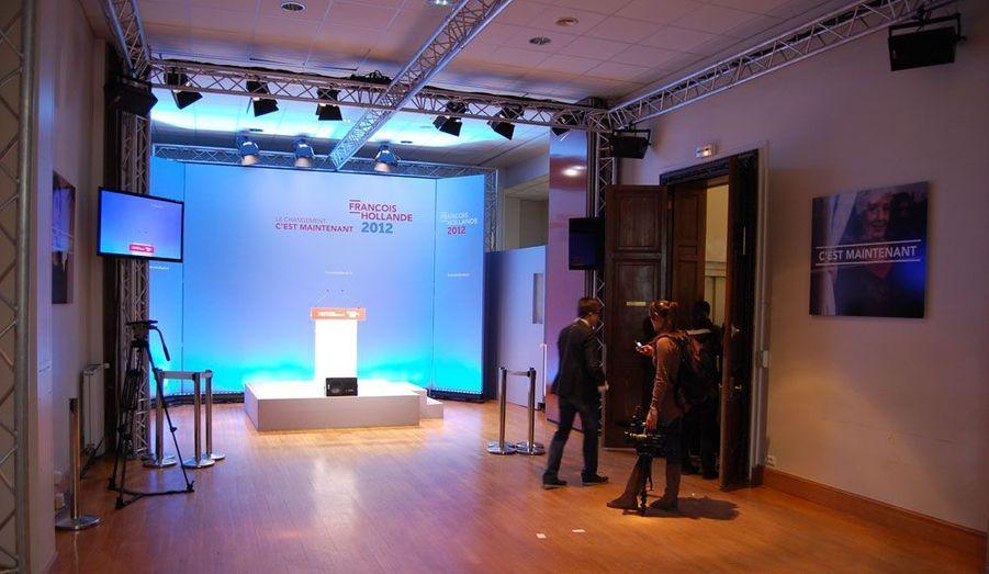 C'est dans cette salle aux dimensions relativement modestes que François Hollande a inauguré le «59», aux côtés des principales figures du Parti socialiste. Aux murs, des portraits illustrent le slogan de campagne: «Le changement, c'est maintenant».
