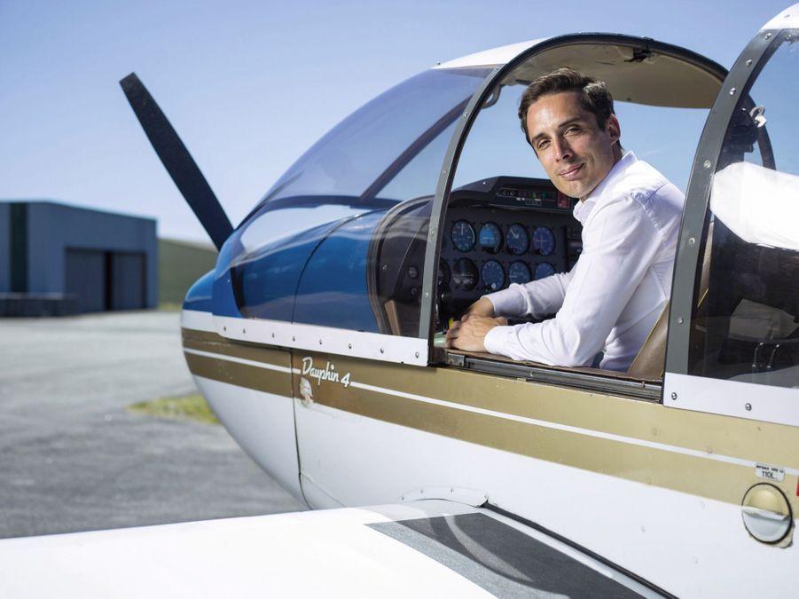 Jean-Baptiste Djebbari-Bonnet 35 ans, pilote 2e circonscription de la Haute-Vienne « J'aime le risque », confie ce directeur des opérations aériennes d'une compagnie privée. Jusqu'alors, il passait aussi son temps libre à bord de petits avions. Pour lui, le rôle de député requiert les mêmes aptitudes que le pilotage : « Il faut savoir analyser et prendre une décision toujours dans le calme. »