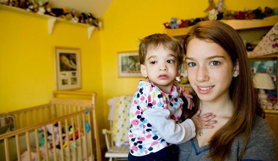 Brooke adore les câlins de Carly, 13 ans, qui a presque quatre ans de moins qu'elle. Brooke a aussi deux aînées, Caitlin et Emily, dont elle est très proche.