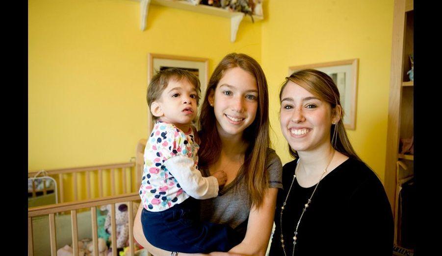 Brooke, 16 ans, Carly, sa petite sœur, 13 ans, et l'aînée, Caitlin, 19 ans. Manque à l'image Emily, son autre grande sœur.