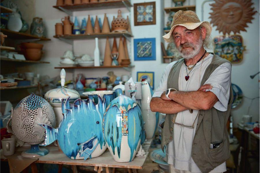 Stefano Panza, un napolitain arrivé ici à l'âge de 16 ans et artiste sur céramique plutôt coté.