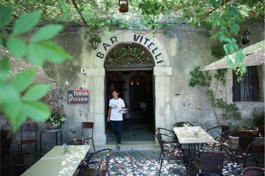 Le bar Vitelli, à l'identique depuis le tournage du « Parrain » en 1972.