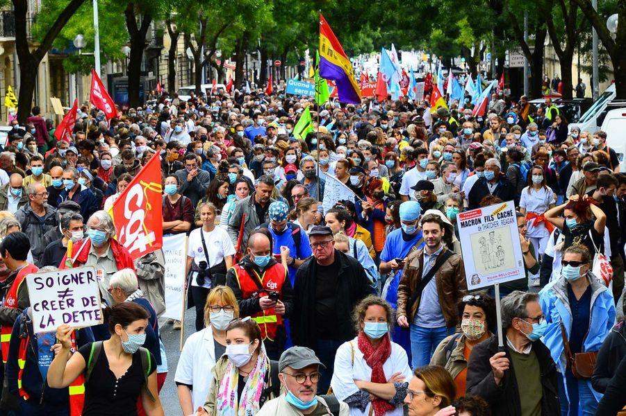Les soignants battent le pavé mardi, ici à Bordeaux