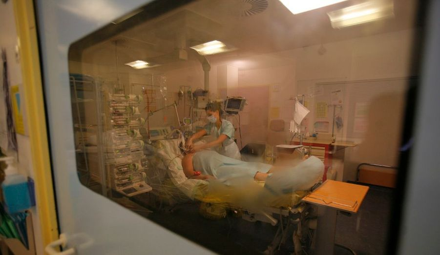 16 décès en une semaine. A présent, la grippe fait vraiment peur. Match est entré dans un service de réanimation où les malades luttent contre la mort.