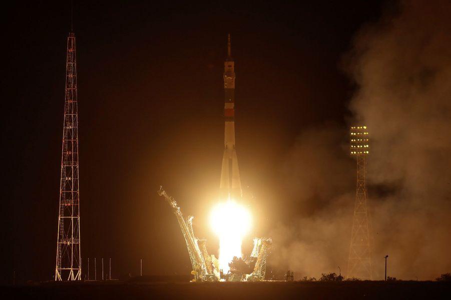 Un Américain, un Italien et un Russe se sont envolés samedi pour la Station spatiale internationale (ISS) du cosmodromede Baïkonour au Kazakhstan.