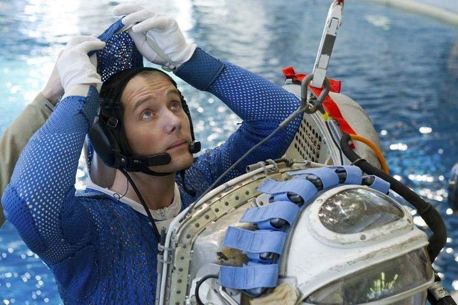 L'année 2015 a été riche en actualités spatiales. Entre les épisodesRosetta et Philaesur la comète Tchouri, ladécouverte d'eau liquidesur Mars,les magnifiques clichésde la planète naine Pluton,la conquête spatialede Jeff Bezos, oules mystérieuses lumières de Cérès, les mordus d'étoiles ont été servis.En novembre prochain, le vaisseau russe Soyouz enverra la 50e expédition d'astronautes vers la Station spatiale internationale (ISS). Parmi les 6 membres de l'équipage, se trouvera le Français Thomas Pesquet, un astronaute de 36 ans qui ira dans l'espace pour la première fois.