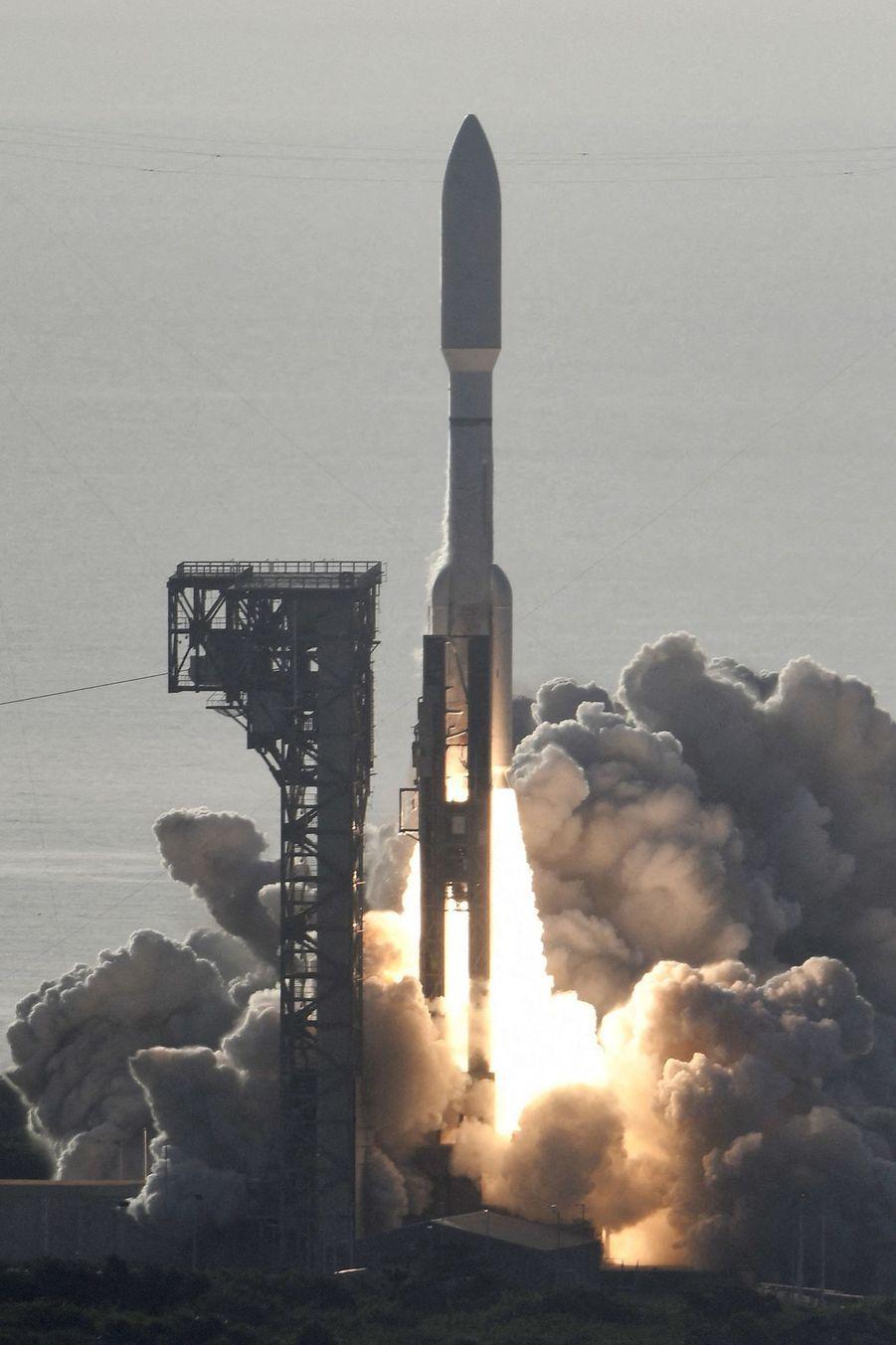 Décollage de la fusée Atlas V, jeudi 30 juillet, à Cap Canaveral en Floride.