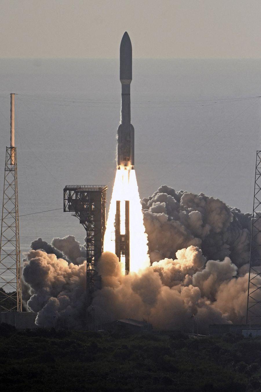 Décollage de la fusée Atlas V, jeudi 30 juillet, àCap Canaveral en Floride.