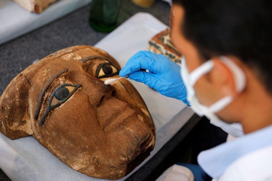 Des sarcophages ont été découverts à Saqqara.