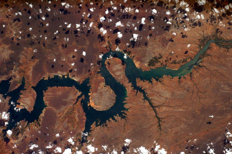 Un fleuve en forme de dragon oriental, quelque part en Amérique du sud