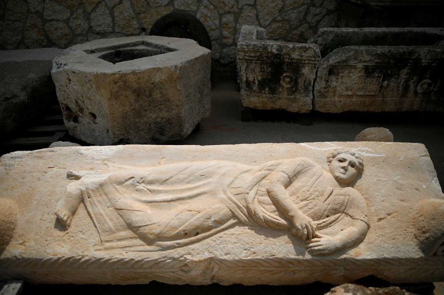 Une figure (inconnue) sculptée sur une tombe.