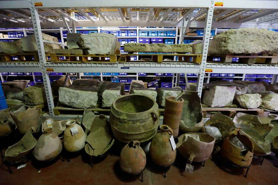 Des cruches du Ie siècle disposées àBet Shemesh