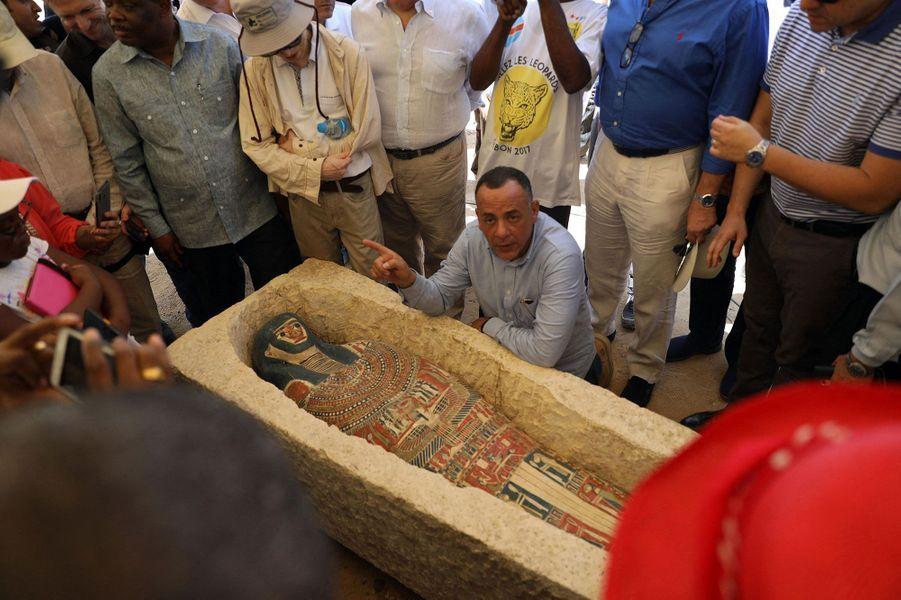Plusieurs sarcophages en pierre, argile et bois ont été découvertslors de fouilles archéologiques à Dahchour, certains contenant des momies en bon état.