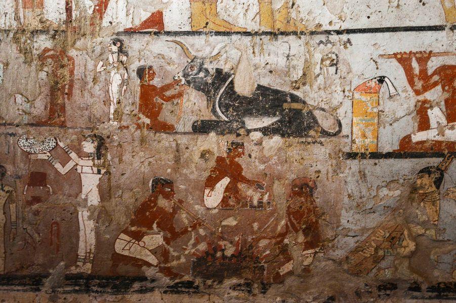 La fresque murale dessinée dans la tombe d'une prêtresse de l'Ancien Empire, au sud du Caire.