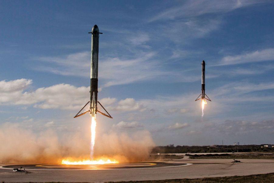 Huit minutes et vingt secondes après le départ, le 6 février, les deux boosters reviennent se poser à Cap Canaveral. Seul le propulseur central a été perdu dans l'océan Atlantique.