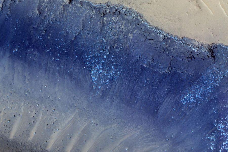 Des glissements de terrain provoqués par des explosions volcaniques à la surface de Mars.